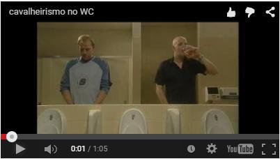Cavalheirismo no banheiro - Vídeo engraçado!